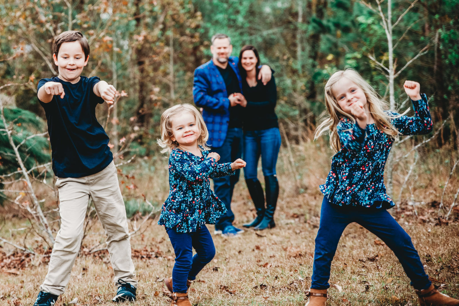 jacksonville family photo session with kids dancing